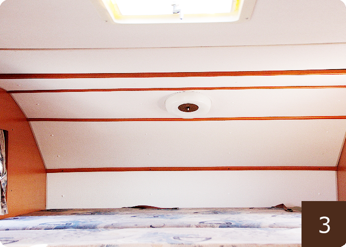 ヘッド上のベッドスペース。大人二人十分寝ることができます。